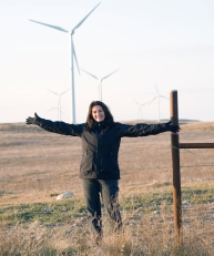 Connie with Windturbines NorthDakota 2009